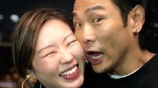 杜德伟与妻子庆祝结婚六周年 贴面自拍晒幸福