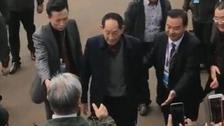 袁隆平现身众人夹道欢迎 网友大赞!