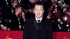 贾樟柯西装革履亮相柏林电影节红毯